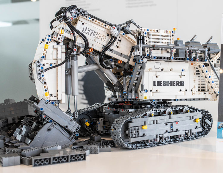 All we know about the LEGO 42100 Liebherr R 9800 set - 2019 flagship